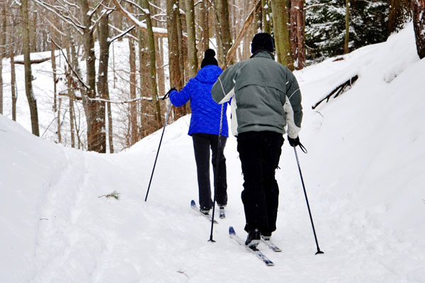 Christina Lake Motel and RV Park - Things To Do In Christina Lake - Couple Cross Country Skiing