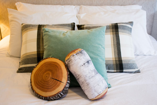 christina_lake_motel_and_rv_park_motel_bed_pillows